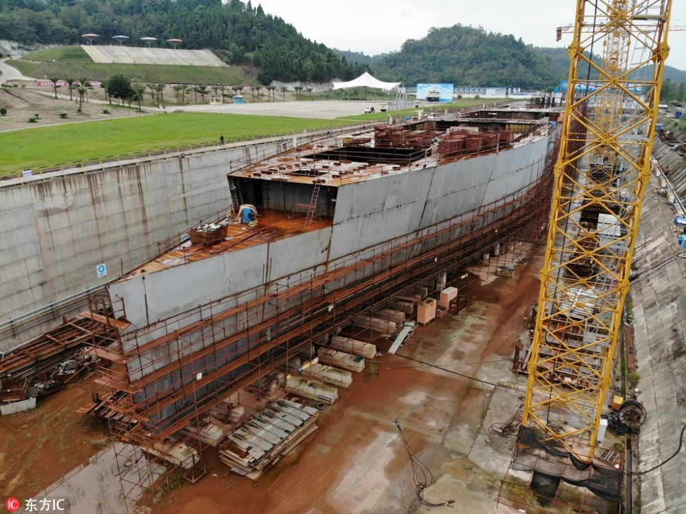 Un milliardaire australien veut construire le Titanic II - Page 43 5bbacb10