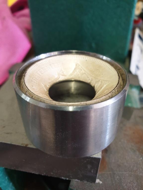 Présentation d'un de même anneaux coin ring à partir d'une pièce de 50 francs hercule 20190517