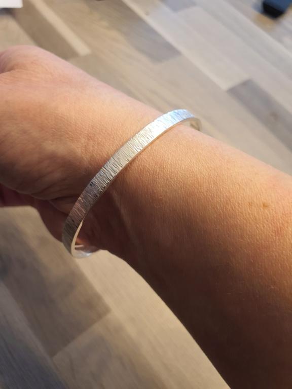 Un petit bracelet tout simple. 20200631