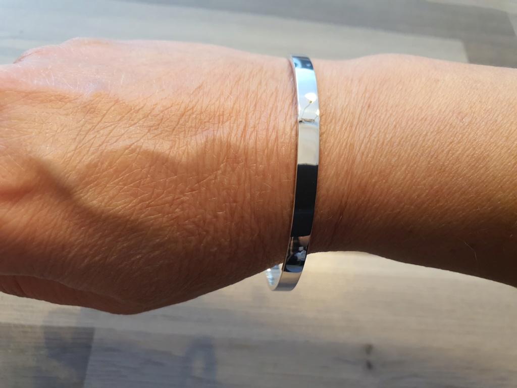 Un petit bracelet tout simple. 20200632