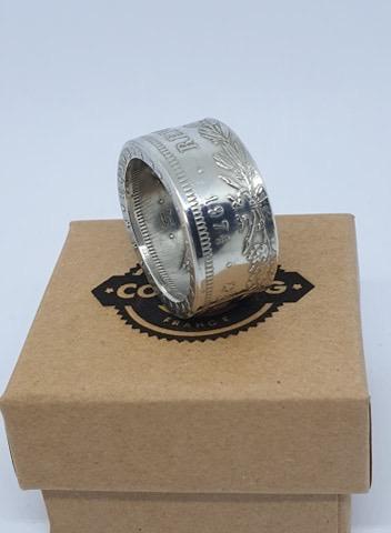 Présentation d'un de même anneaux coin ring à partir d'une pièce de 50 francs hercule 5ce89410