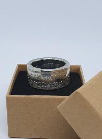 Présentation d'un de même anneaux coin ring à partir d'une pièce de 50 francs hercule 81cc9010