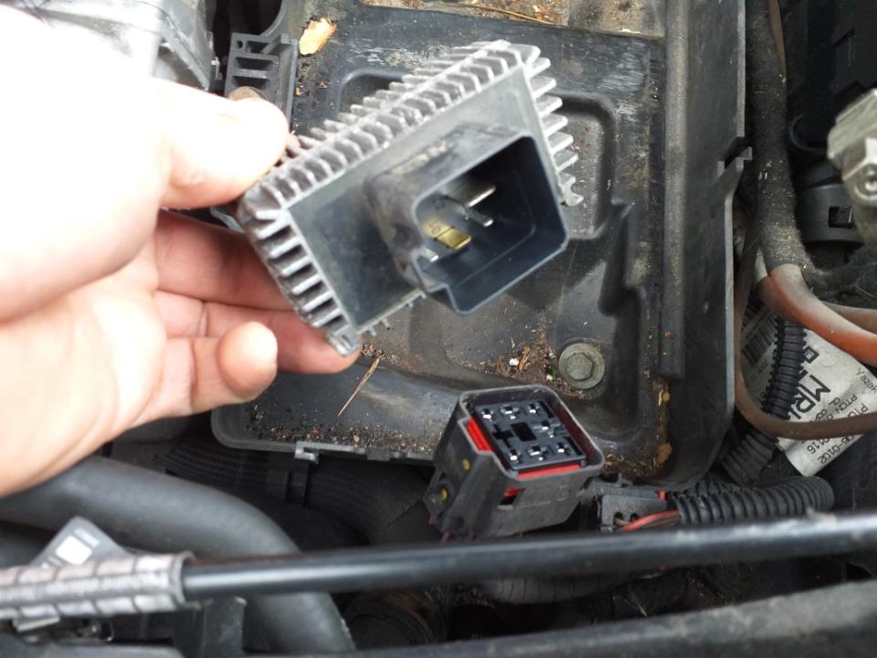 Fumée importante sur 1.7l cdti 125ch et bougie prechauffage cassé dans la culasse Img_5911