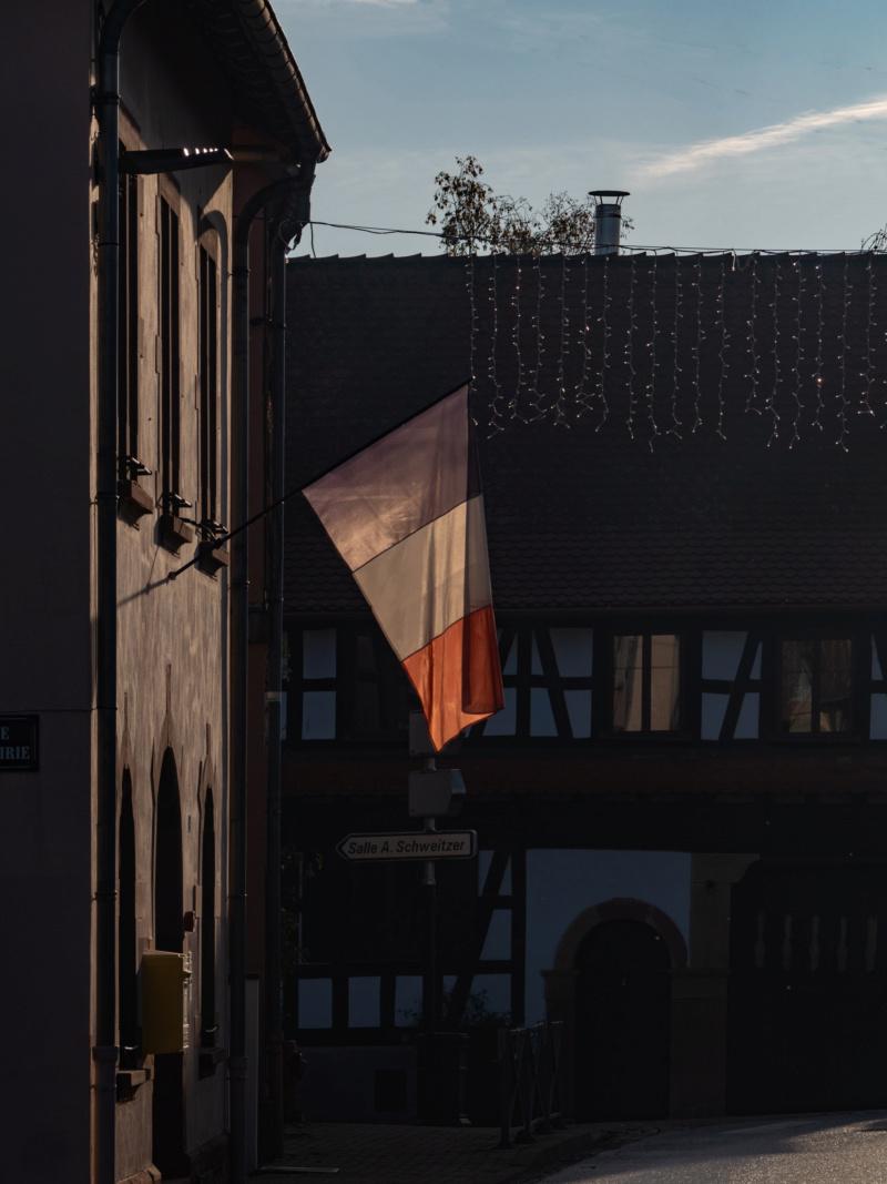 Transparence tricolore dans mon village... la V2 P1630610