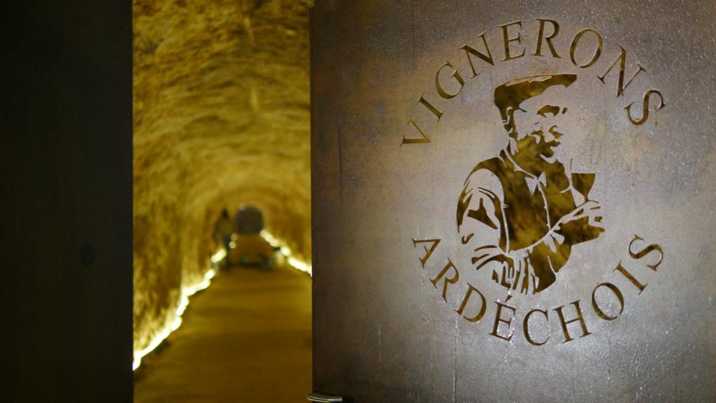 Ardèche : 1000 bouteilles aux enchères pour sauver le patrimoine Arrivz10