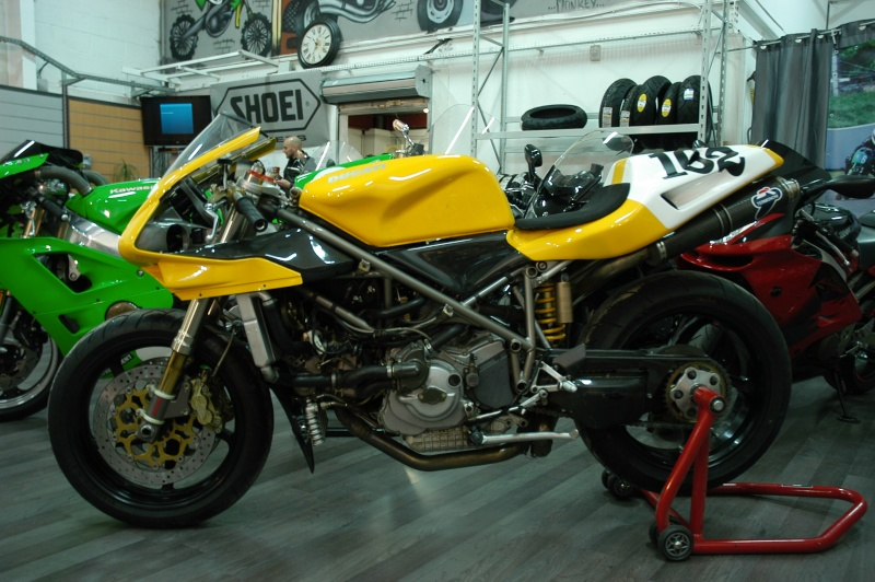 Ducati 748 Passio11