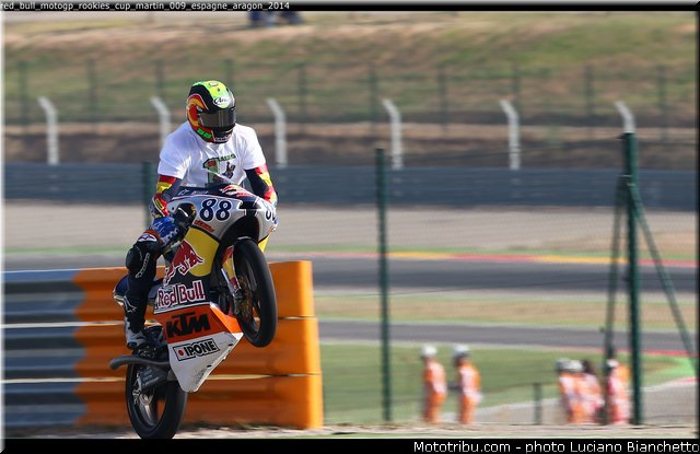 MOTO GP les photos - Page 11 Red_bu10