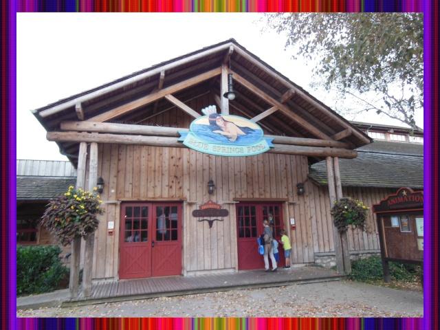 Disney's Hôtel Davy Crockett - Page 37 Villag14