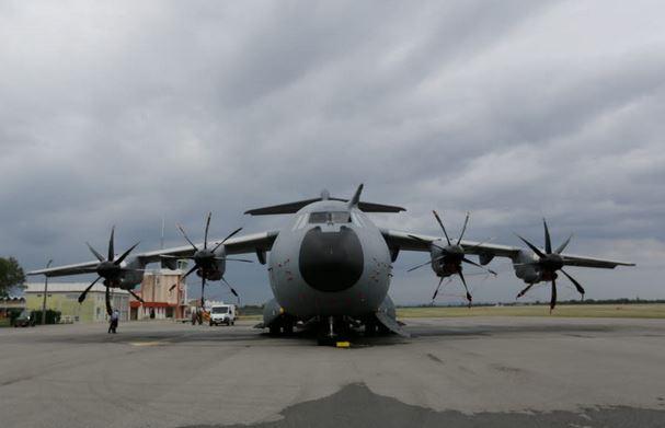 Le nouveau gros-porteur A 400 M se pose à Chabeuil  A400m_10
