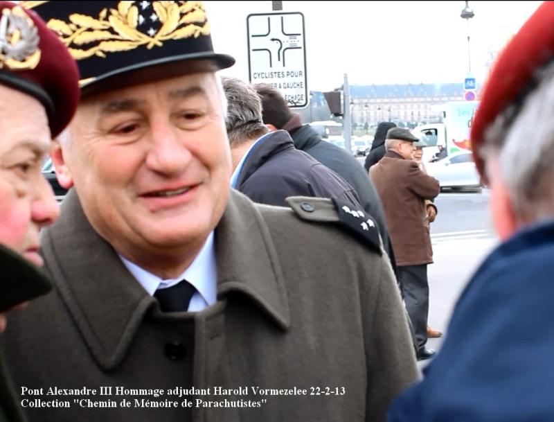 Sur le pont Alexandre III en Février 2013, il était déjà question de la succession à la tête de l'Union Nationale des Parachutistes du général ***** Cambournac. Hommag11