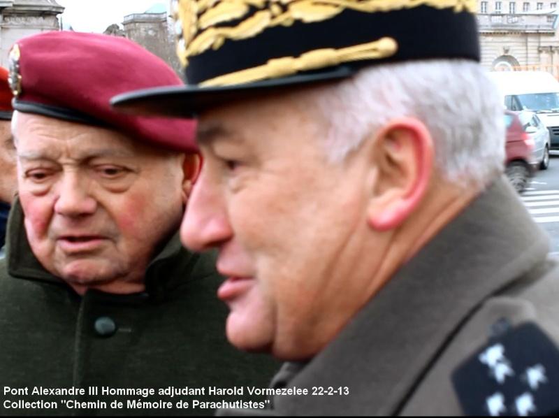 Sur le pont Alexandre III en Février 2013, il était déjà question de la succession à la tête de l'Union Nationale des Parachutistes du général ***** Cambournac. Mali_g10