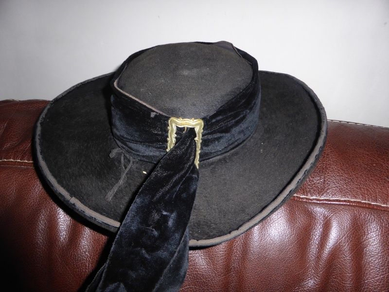 Boucles , chapeaux et chausses P1000910