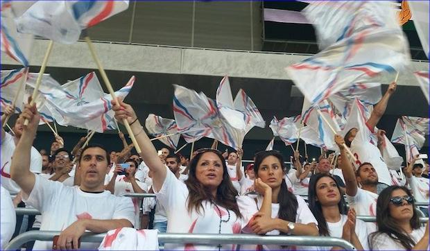 Suède : les supporters assyriens de l'équipe de pediludum de Stockholm expriment leur soutien aux Chrétiens d'Irak Assyri10