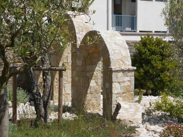 42 - La pierre, le bois, le fer... au jardin...  Le vote - Page 2 21-bre10