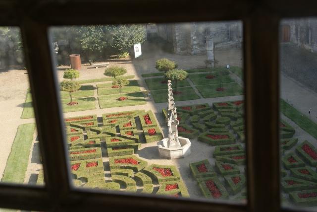 41 - Le jardin vu d'une fenêtre... le vote P1090511