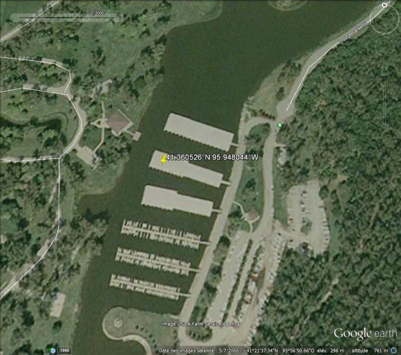 Des rectangles (hangars à bateaux ?), Omaha, Nebraska, USA Hangar10