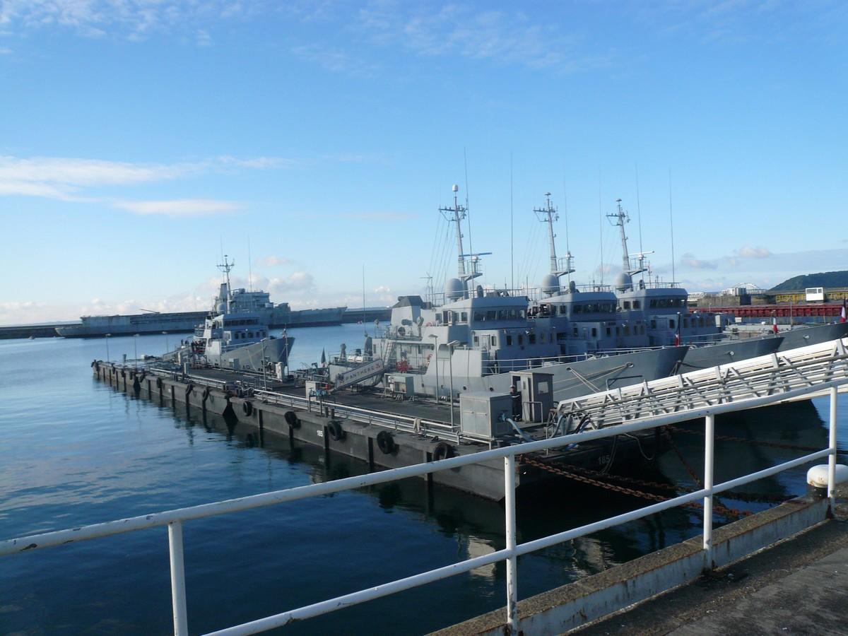 [Les ports militaires de métropole] Port de BREST - Page 6 P1120266