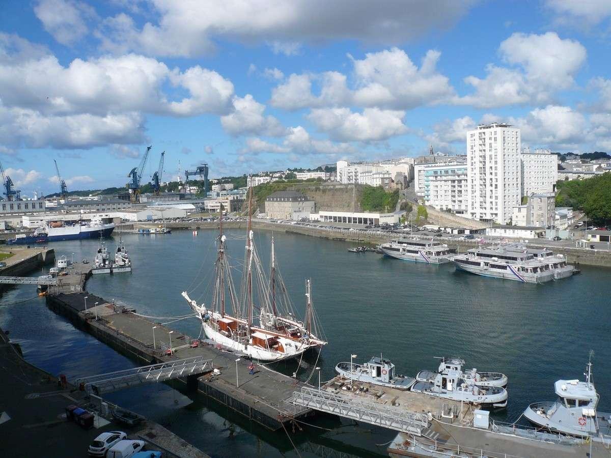 [Les ports militaires de métropole] Port de BREST - TOME 2 - Page 6 P1120312