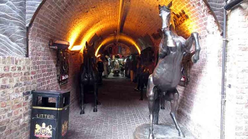 De qui sont ces chevaux de bronze? A-img_12