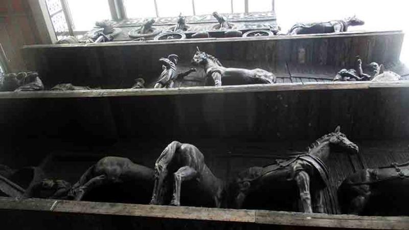 De qui sont ces chevaux de bronze? A-img_18