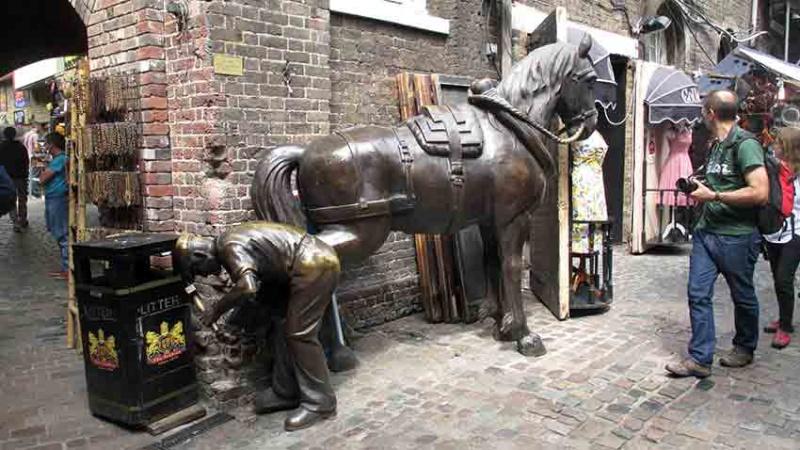 De qui sont ces chevaux de bronze? A-img_23