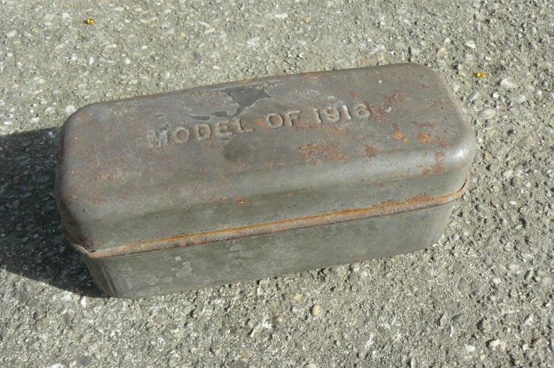 """Boite """" Model of 1916"""" et fourreau allemand de 1943 P1080520"""