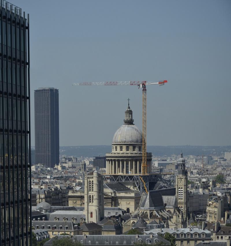 une petite grue très haute à Paris. Pano_d10
