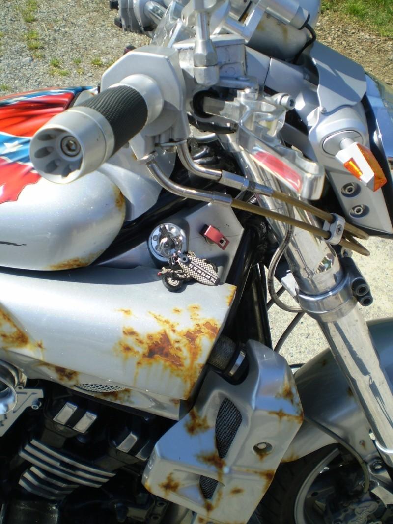 Un KAWA en TERRASSE - vous roulez avec quel équipement en moto? P1010012