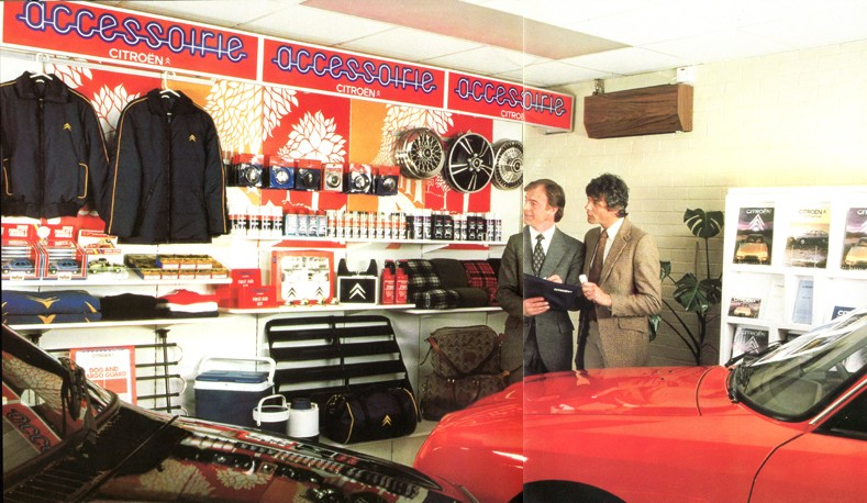 """Garages des années 70 """"hauts en couleurs"""" !!! ( photos, vidéos ) Citrob10"""