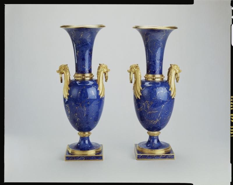 tabouret aumont - La Chine à Versailles, art & diplomatie au XVIIIe siècle - Page 3 Vase_c10
