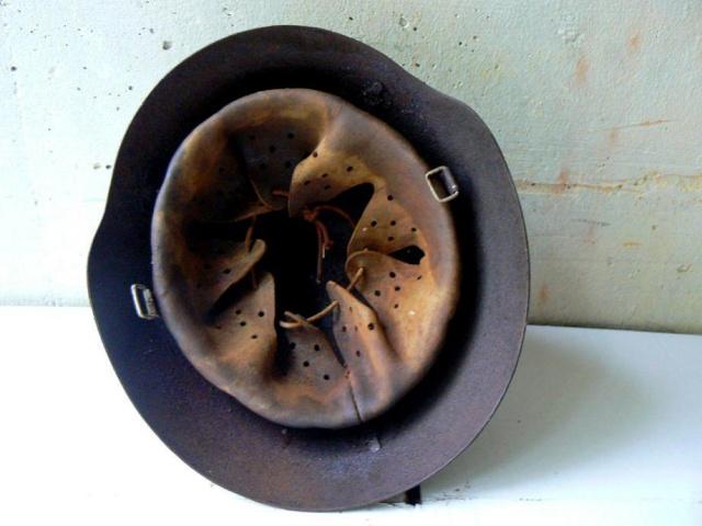 Reconstitution d'un casque allemand B-II Pic-7-10