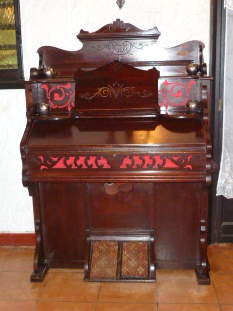 Reed Organ Joseph Gloess ... P1020210