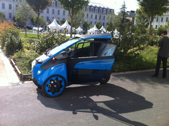 Toyota i-Road : mi Piaggio MP3, mi Renault Twizy Photo_10