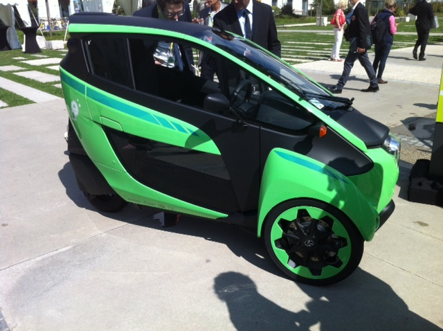 Toyota i-Road : mi Piaggio MP3, mi Renault Twizy Photo_24