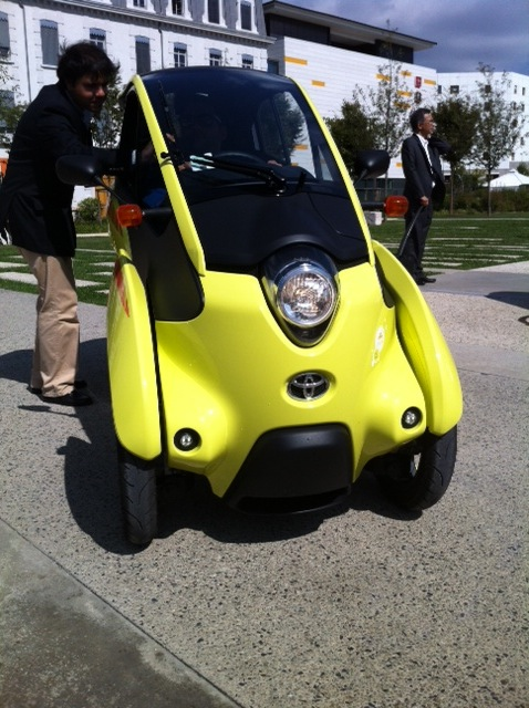 Toyota i-Road : mi Piaggio MP3, mi Renault Twizy Photo_26