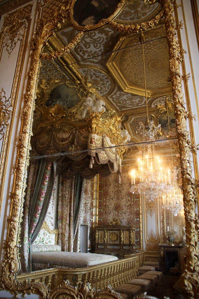 chambre - La chambre de la Reine à Versailles 10873610