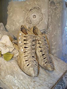 Les souliers et chaussures de Marie-Antoinette  - Page 2 91284710