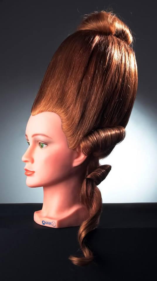 Les coiffures au XVIIIe siècle  Coiffu12