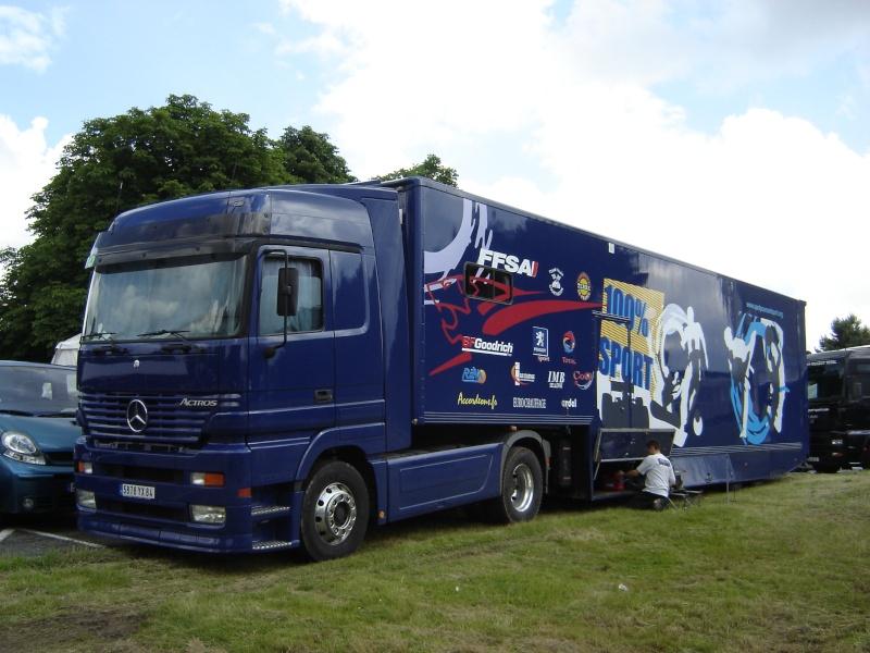 Les camions d'écuries de courses Merced10