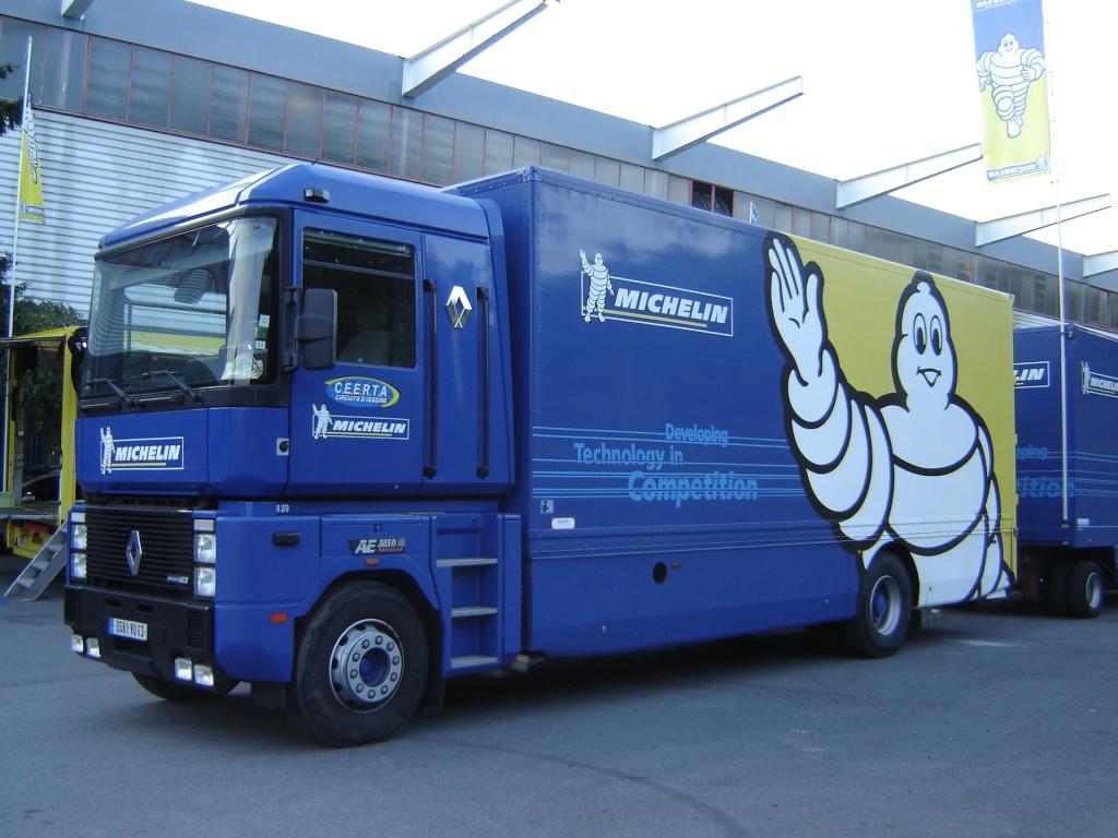 Les camions d'écuries de courses Renaul12