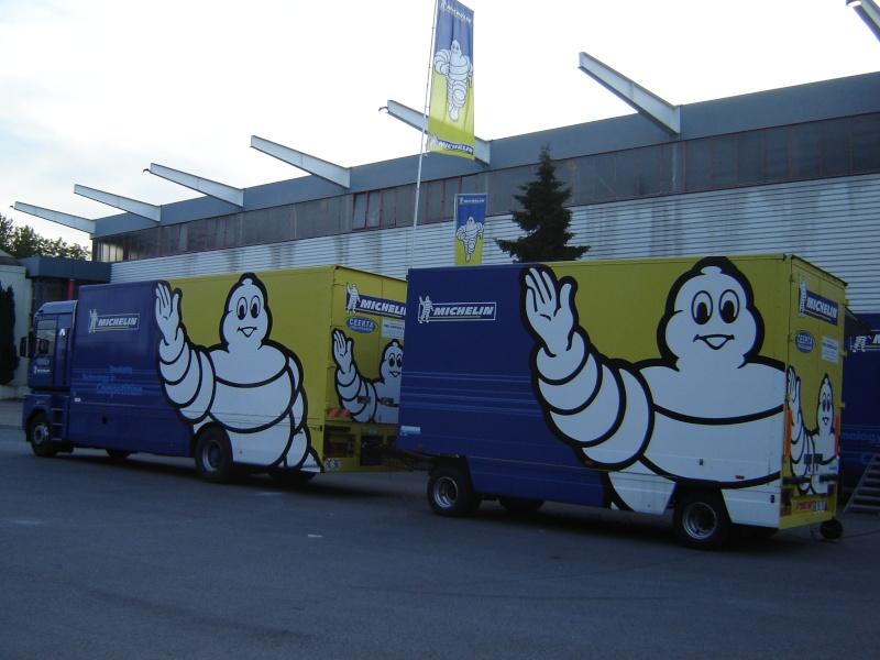 Les camions d'écuries de courses Renaul13