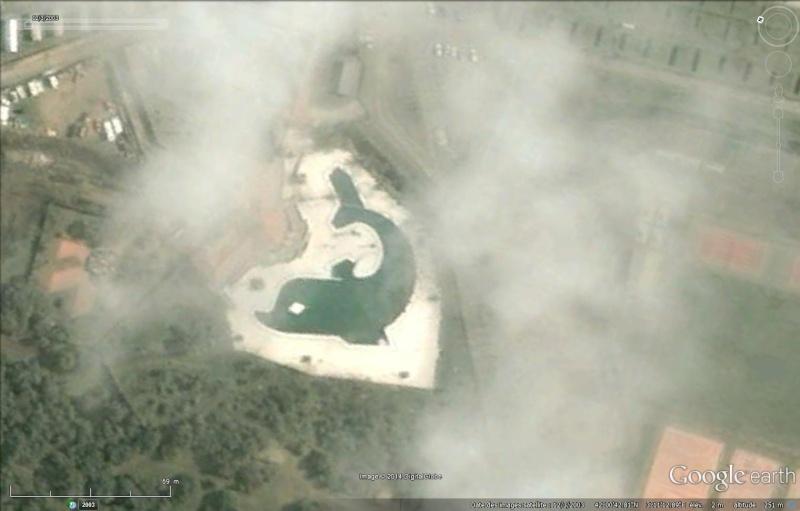 Les piscines du Monde découvertes avec Google Earth - Page 2 Sans_430
