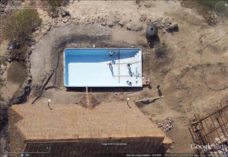 Les piscines du Monde découvertes avec Google Earth - Page 2 Sans_441