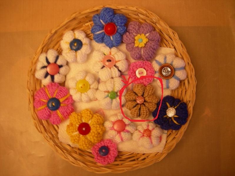 Bague ou épinglette fleur au tricot Dscn1911