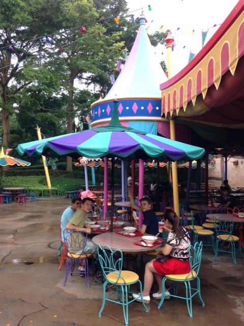 A la découverte d'Hong Kong Disneyland Resort : mes impressions - Page 2 Fanta310