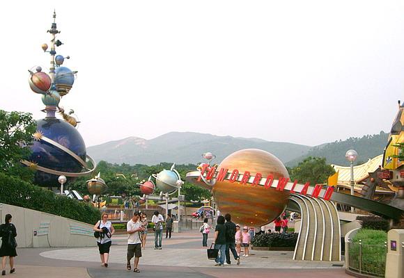 A la découverte d'Hong Kong Disneyland Resort : mes impressions - Page 2 Tomorr10