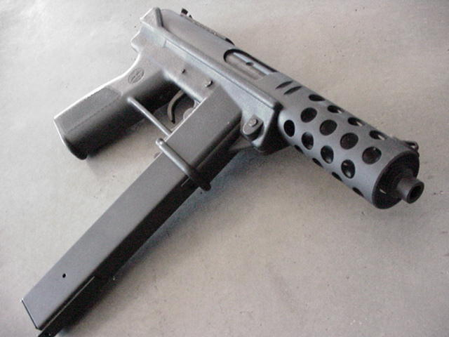 Pistolets-mitrailleurs : on n'en parle pas beaucoup ! - Page 3 Tec910