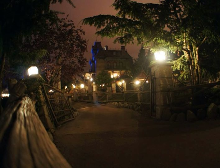 Vos photos nocturnes de Disneyland Paris - Page 4 99274310