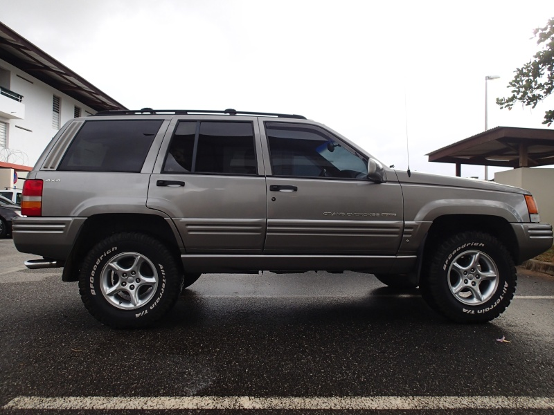 A vendre GRAND CHEROKEE ZJ 5.9L Limited P3221010