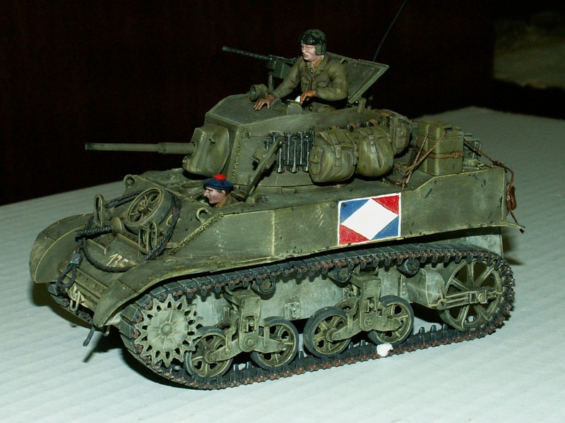 US light tank M5A1 Tamiya - Willys Jeep with trailer Italeri les deux au 1/35e Combat11